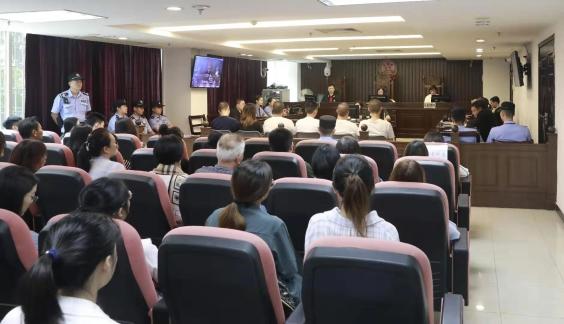 广州十三行员工坠楼案开庭 六人