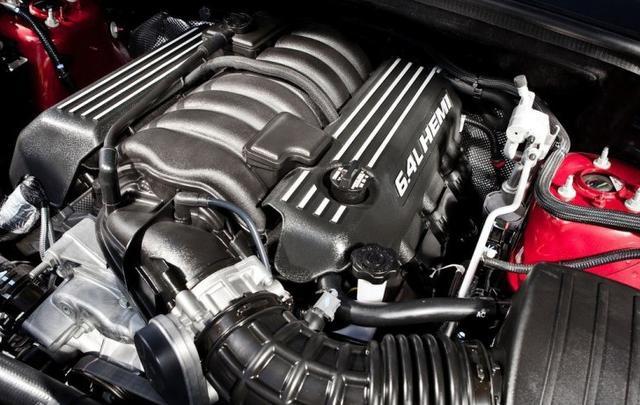 兰博基尼Urus向来不是地表最速量产SUV,因为有一台车叫大切诺基