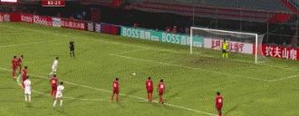 艾克森打进归化球员第一球!国足5-0马尔代夫夺世预赛开门红