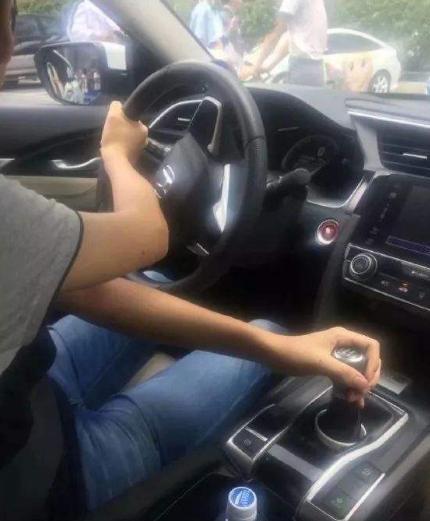 研究表示,左撇子开车更危险!事实果真如此吗?