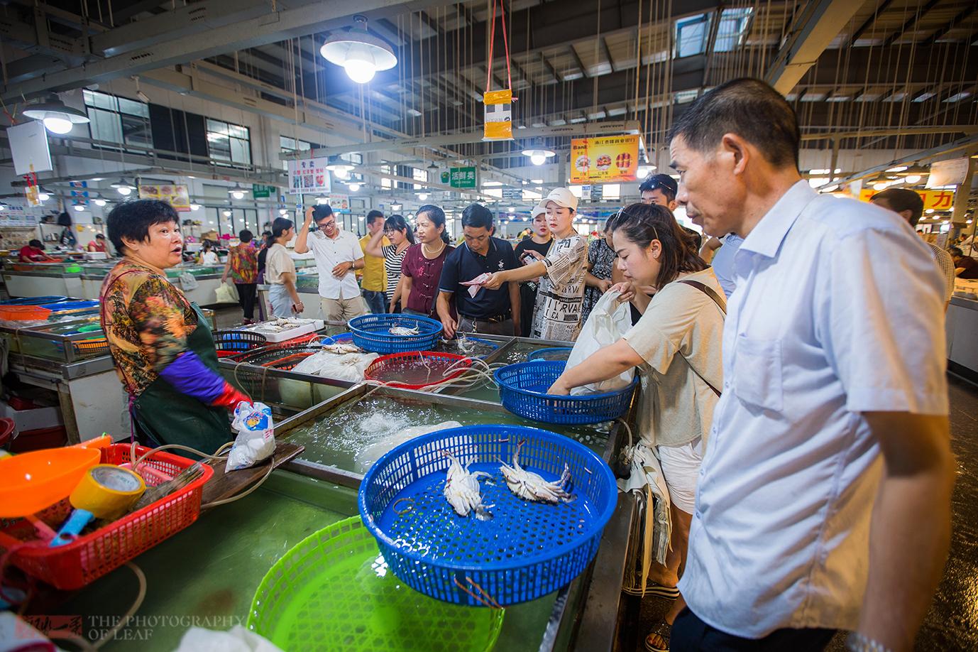 象山梭子蟹 东海开渔后,探访浙江海鲜市场,梭子蟹卖75元一斤,好像也不便宜