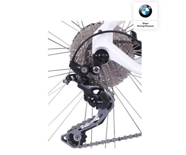 这辆宝马配30速变速器,28寸轮圈,全铝车身,没有iphoneMAX贵