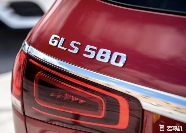 奔驰最近的新车里面GLS颜值还比较能打,这个490马力700牛米的大红色GLS580,看起来够魁梧