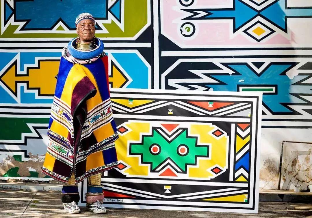 84岁非洲老太太两次征服宝马,神笔绘制飞机 潮鞋 伏特加, 我不想让我的文化消逝