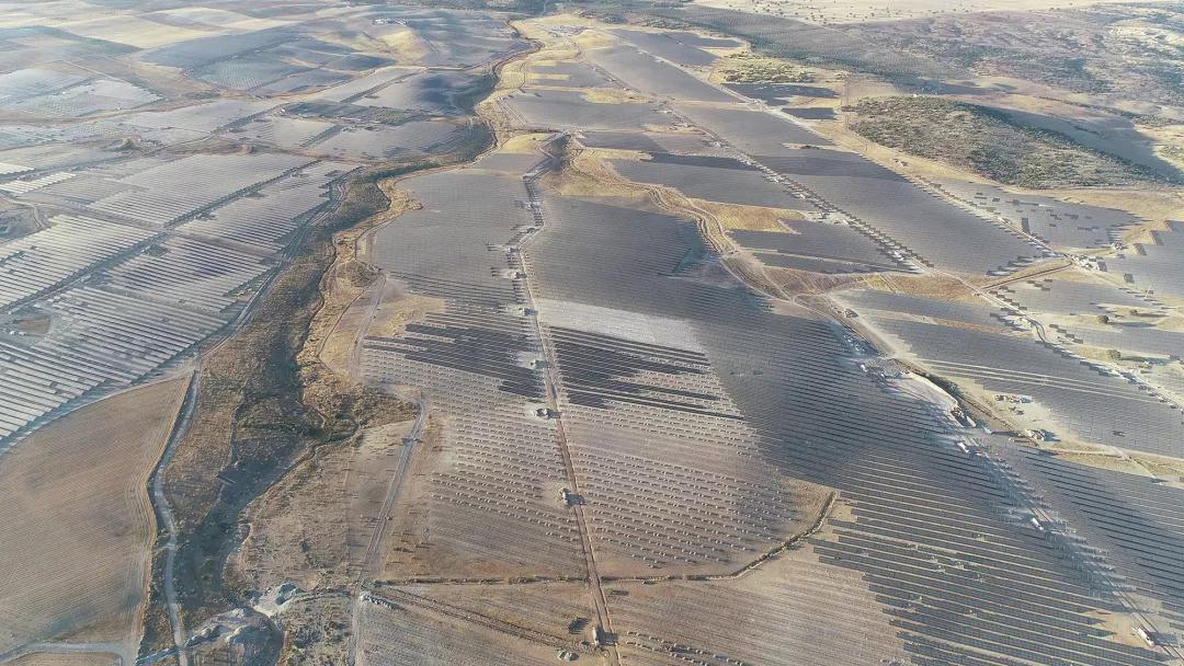 尚德供货欧洲最大光伏电站项目