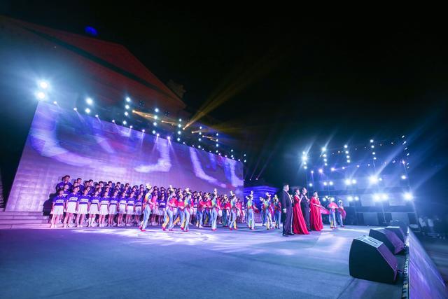 与国同庆 辉煌圣翰—山东圣翰财贸职业学院20周年校庆-中国传真