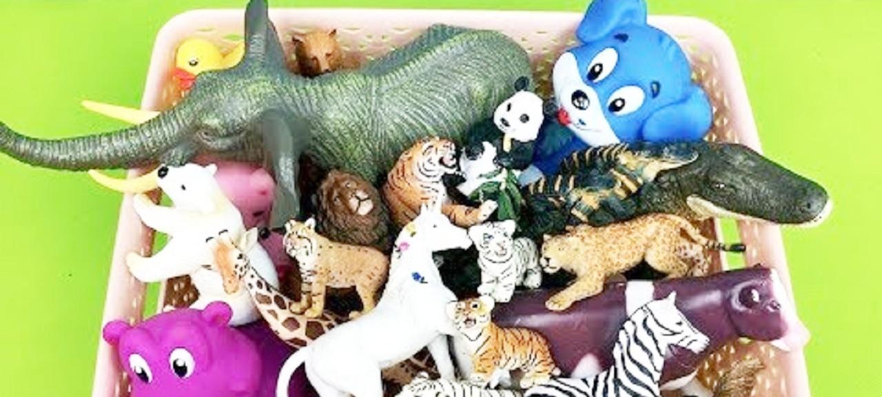 彩色小动物玩具展示