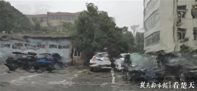 【快照优化】_武汉拉响暴雨红色预警:内涝、滑坡、泥石流风险较高