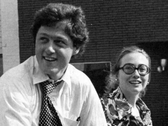 ▲克林顿和希拉里夫妇年轻时候照片