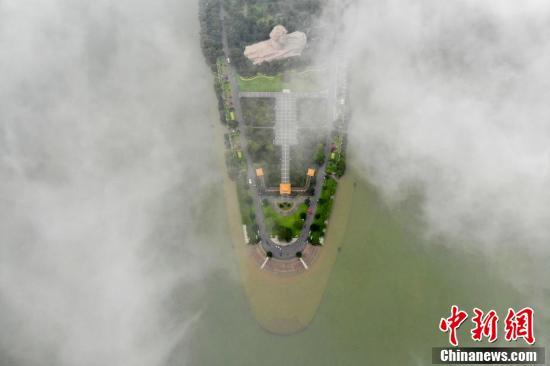 【丁丁网 南京】_湘江长沙段直逼警戒水位 橘子洲亲水步道被淹