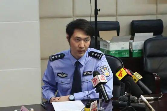 冯明杰在发布会上介绍刘某添涉黑案。