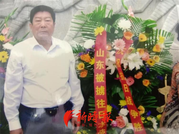 韩建平代表省劳工联谊会祭奠故去的劳工