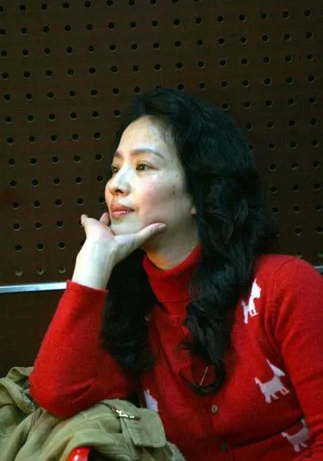 揭秘刘亦菲的美人妈妈:为了女儿,放弃了事业,丢掉了婚姻