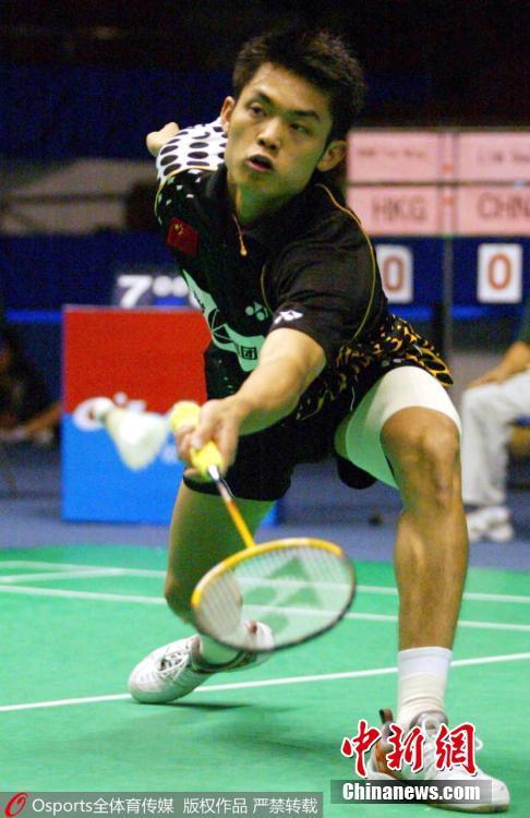 2003年11月11日,2003年中国羽毛球公开赛,进入国家队不久,还是青涩少年的林丹在比赛中。图片来源:Osports全体育图片社