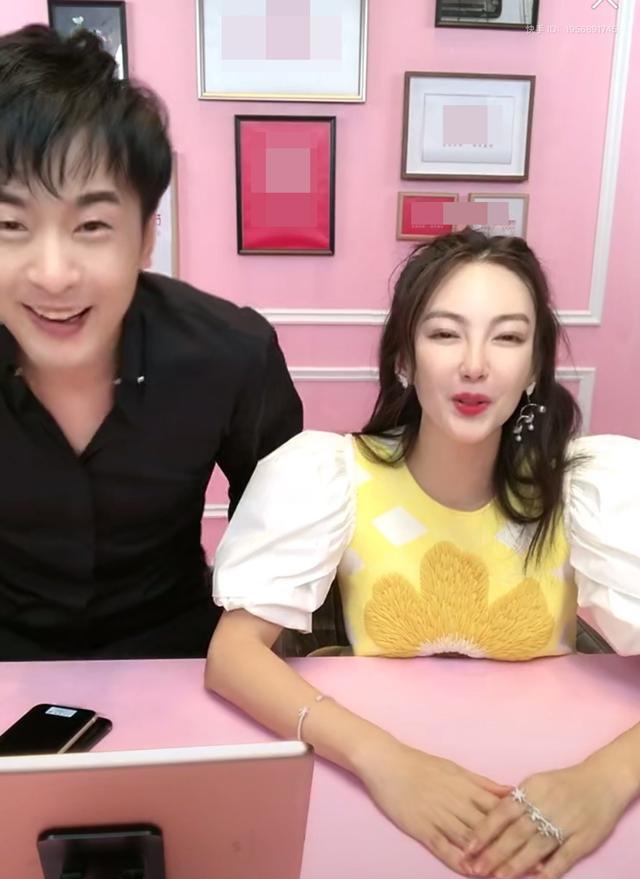 """张雨绮直播首秀全程怼网红,坦言""""相信啥也不相信感情"""""""
