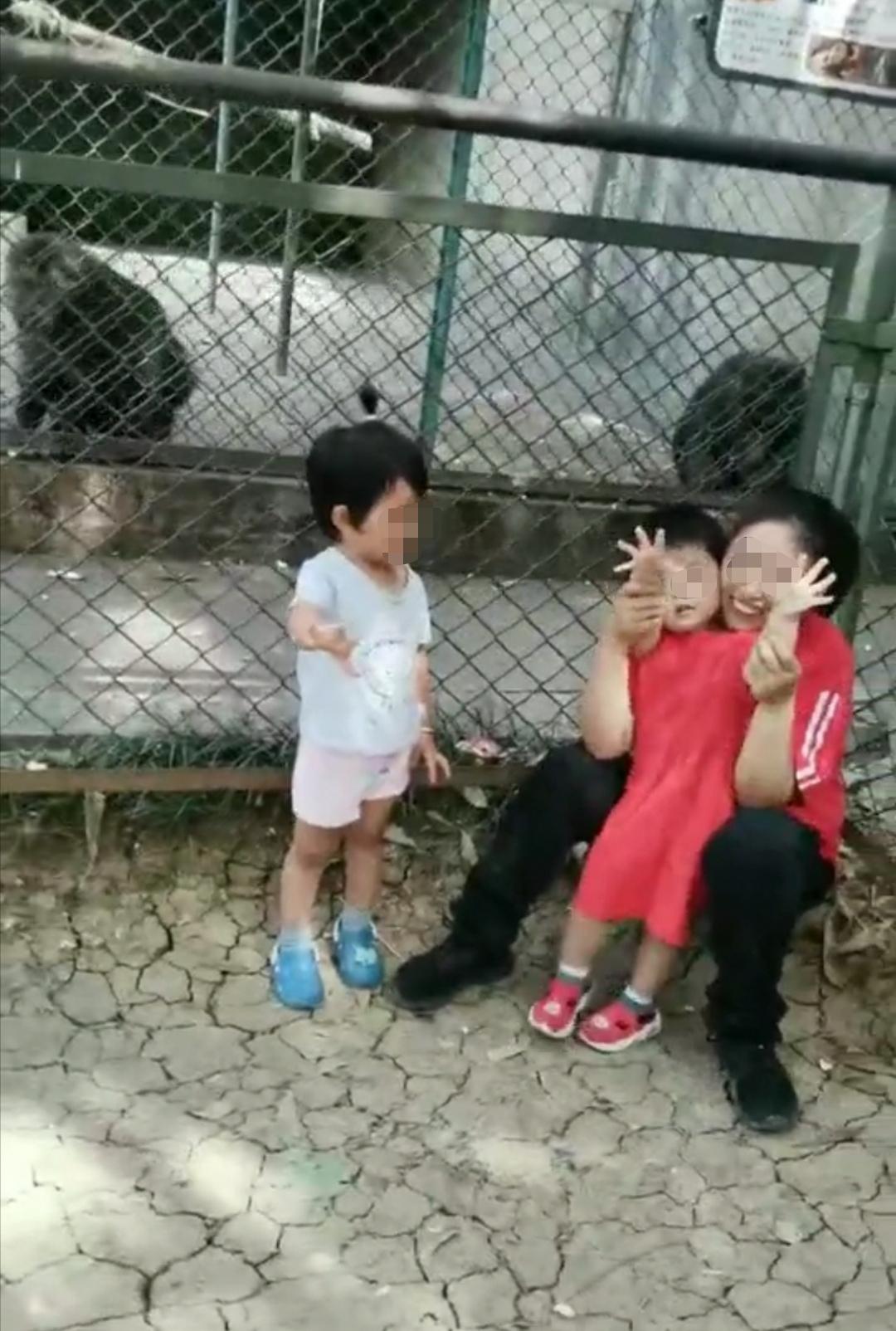 杨晓燕带女儿去动物园