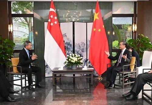 2021年3月31日,国务委员兼外长王毅在福建南平同新加坡外长维文举行会谈。/图片来自外交部官网