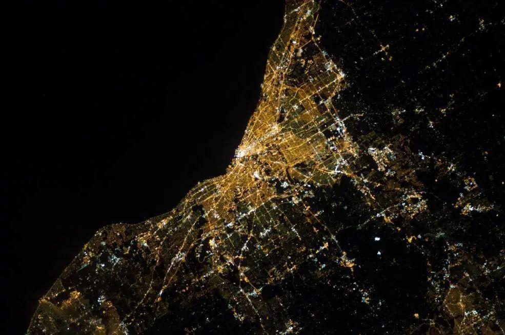 240 英里高度的克利夫兰夜景.