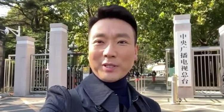 央视主播康辉的第一支Vlog:要出趟远门