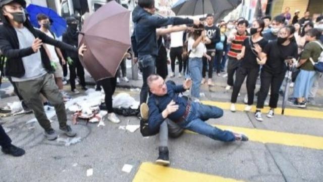 日本游客在港被暴徒殴打 日网友气炸:这不是暴行是什么?