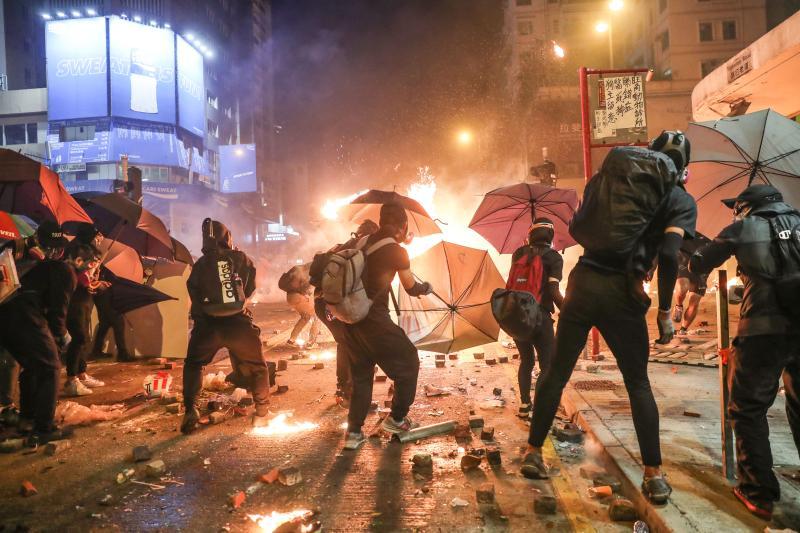"""暴徒以""""声援香港理大""""为由大肆破坏,九龙经历最黑暗一天"""