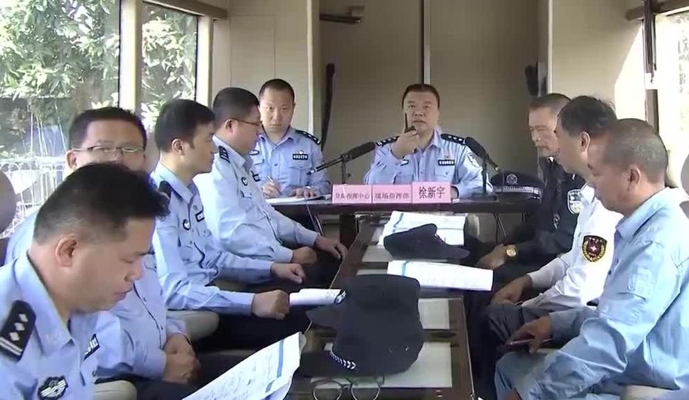 """广州举行反恐演练:真实还原""""恐袭""""场景对抗暴徒"""