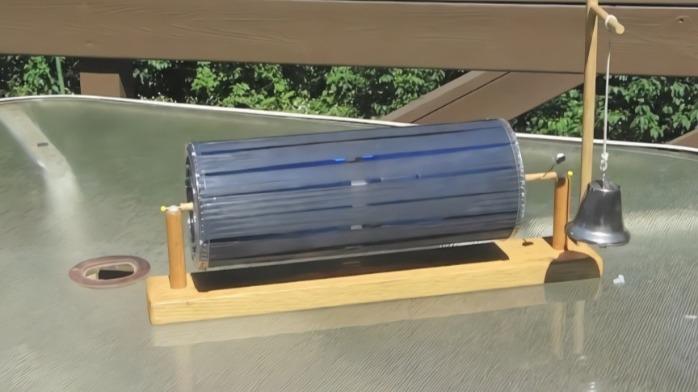 牛人自制的太阳能机械装置,把铃铛敲得当当响