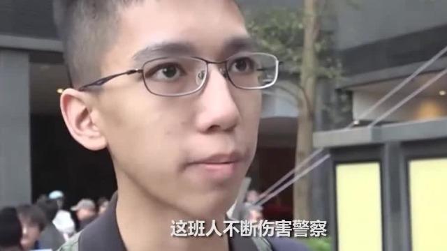 """香港中学生因撑警遭人殴打 霸气喊话""""我不怕"""""""