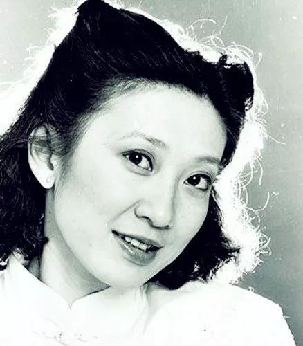 63岁离婚,身家上亿:这位香港女郎,活出了女人最潇洒的样子