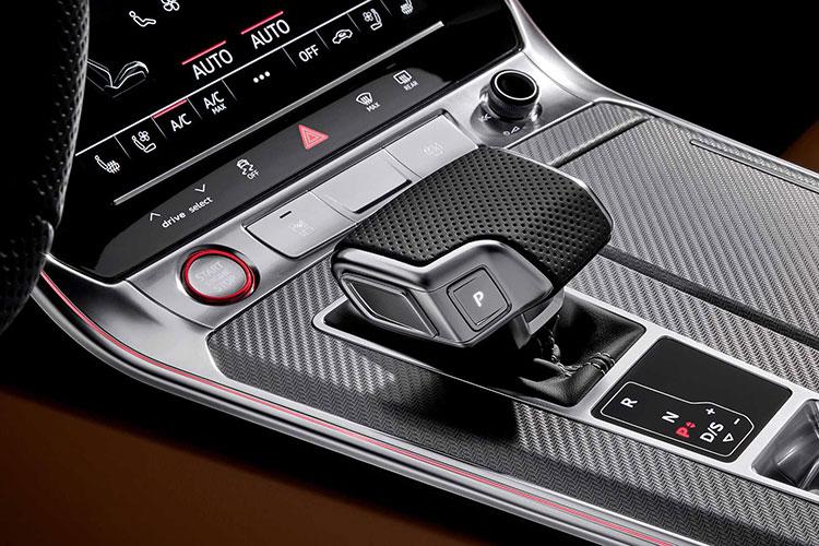 新奥迪RS6Avant官图曝光走到哪都是最靓的仔