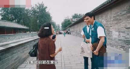 冯绍峰被大妈追问赵丽颖:她和孩子在家都很好