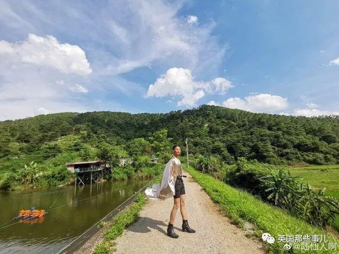 身穿垃圾袋的中国乡村超模震惊歪果网友:他必须火!