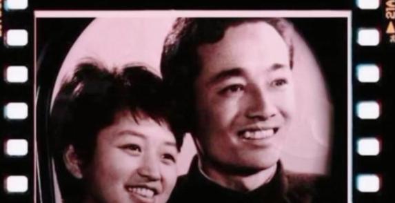 黄晓明晒父母旧照庆中秋妈妈年轻时气质不输Baby
