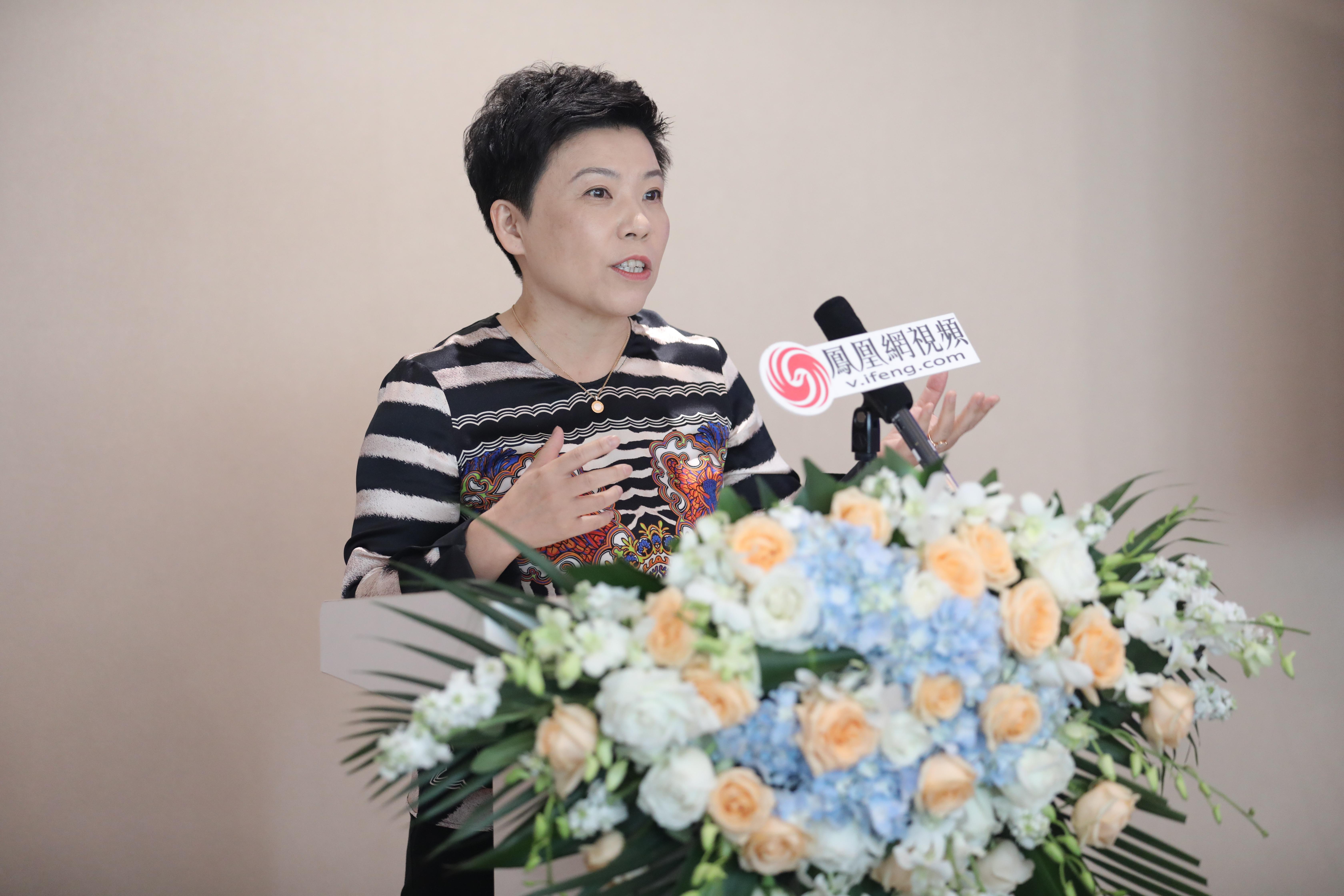 乒乓球奥运冠军 邓亚萍致辞