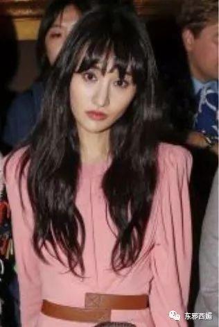 刚想夸她时尚了转眼又翻车,加上这张越来越网红的脸…