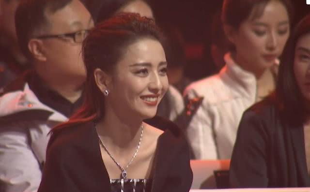 破离婚传闻?陈思诚获奖公开感谢爱妻台下佟丽娅笑容甜