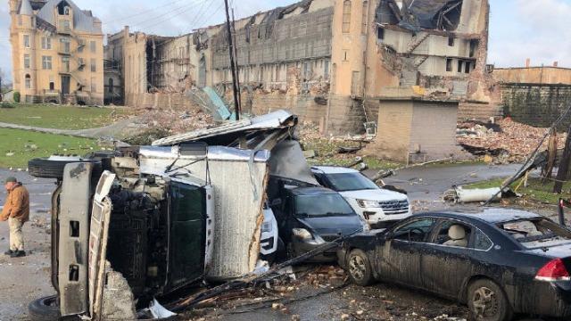 现场:龙卷风强袭美国田纳西州 成千上万人断电