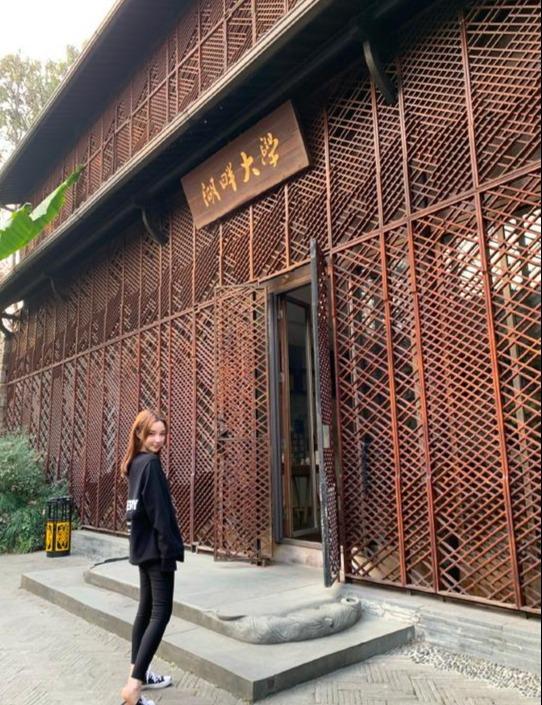 王思聪前女友考上湖畔大学,挤进富豪聚集地