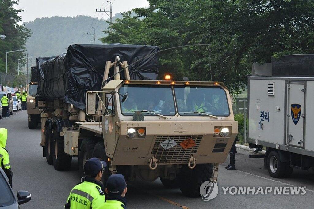 驻韩美军连夜将装备运入萨德基地 当地居民阻挠5人受伤