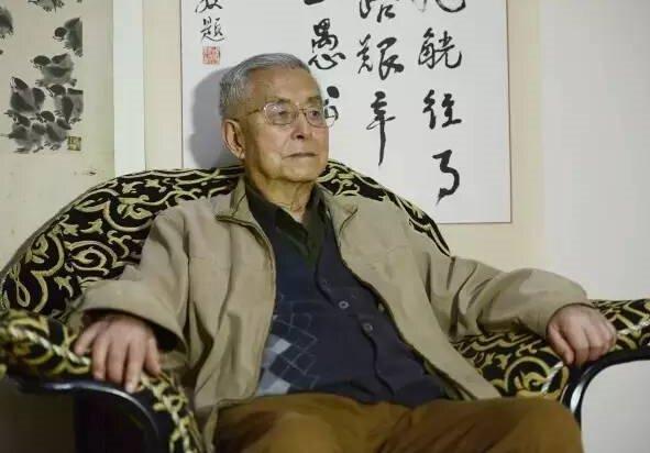 ▲9月23日,93岁的杨维骏在家中接受新京报(微信公众号ID:bjnews_xjb)专访。