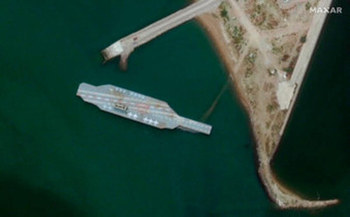 """用于模拟攻击?卫星照曝光伊朗造了艘""""美国航母"""""""