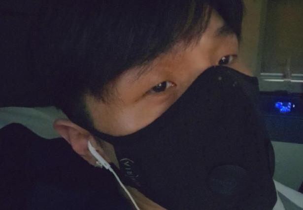 李荣浩戴口罩自拍自称00后,网友调侃:哥您有点早熟啊
