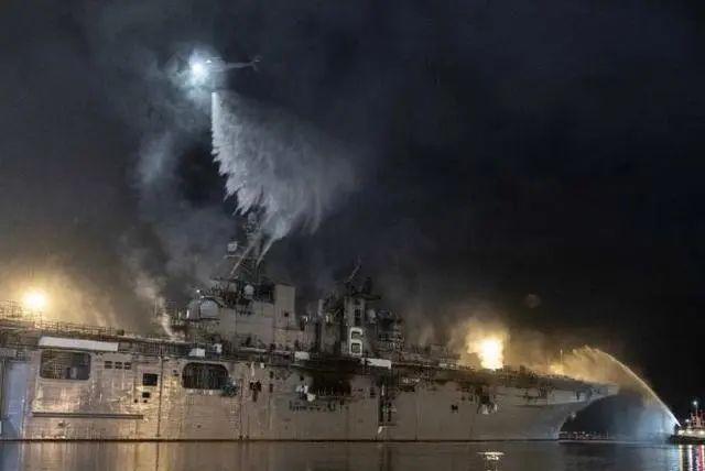 【微笑草莓视频在线观看入口视频】_这艘准航母已烧了四天!美国海军的如意算盘烧塌了半边天