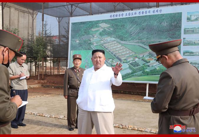 【百度排名】_金正恩眉头紧锁视察养鸡厂建设工地