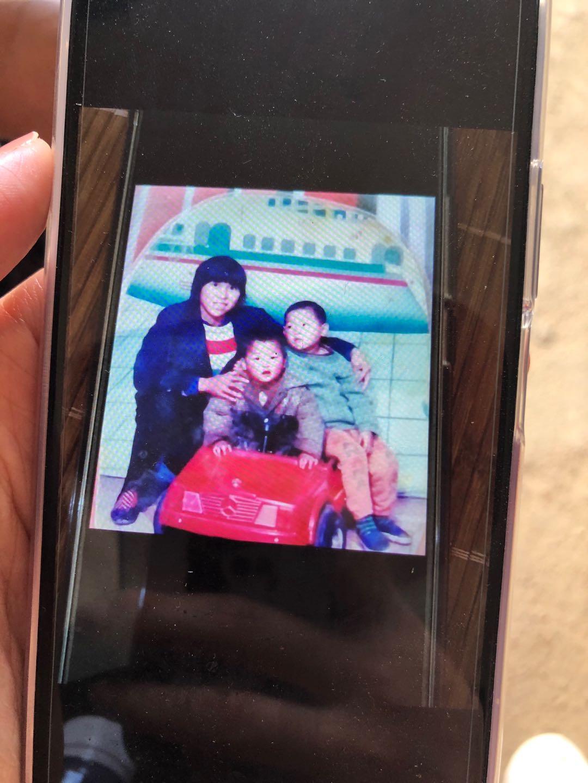 宋小女用张玉环的新手机翻拍的照片