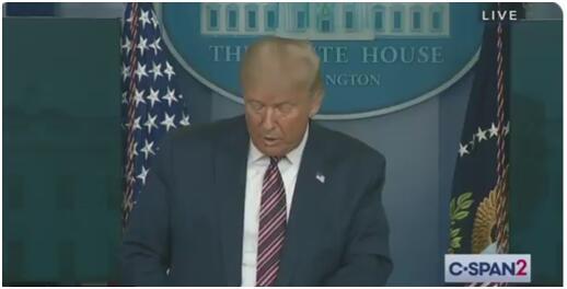 特朗普在白宫新闻发布会上敦促美国学校开学