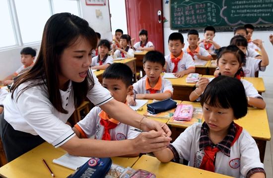 |近九成受访家长不放心孩子用眼习惯