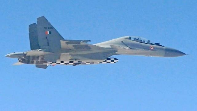"""[印度空军的Su-30MKI战斗机测试发射""""布拉莫斯""""导弹]"""
