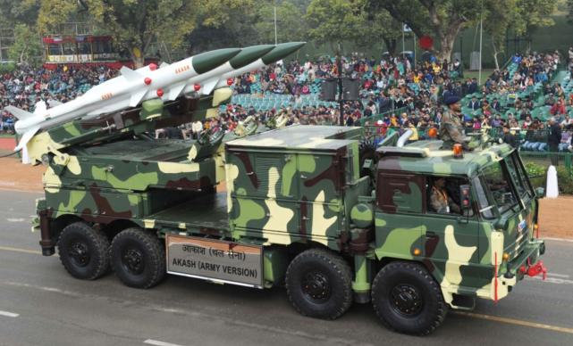 """[印度的""""阿卡什""""地对空导弹]"""