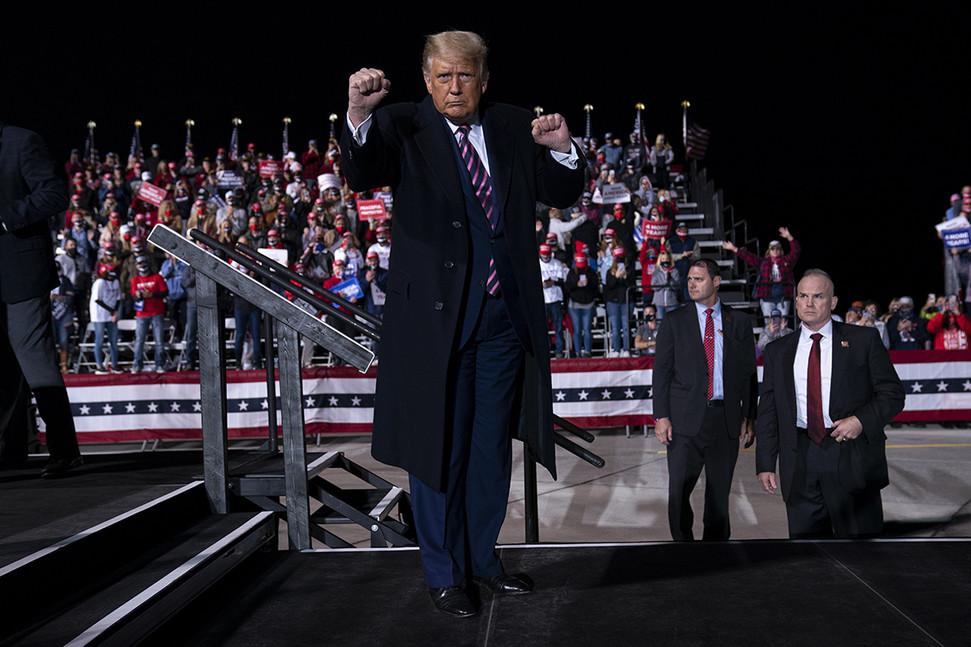 【洋舰天天看高清影视在线】_9人疑似参加特朗普竞选集会后感染新冠 总统团队回应
